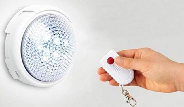 LED šviestuvas su nuotolinio valdymo pulteliu