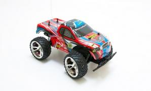 """Radijo bangomis valdoma mašinėlė """"Monster Truck"""" (raudona)"""