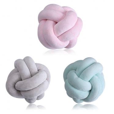 """Dekoratyvinė pagalvėlė """"Siūlų kamuolys"""", 60 cm"""