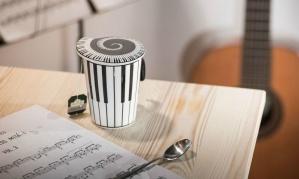 """Išskirtinio dizaino porcelianinis puodelis su dangčiu """"Muzika"""""""