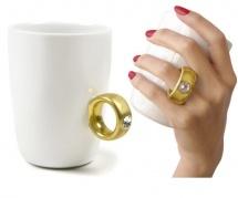 Puodelis su auksiniu žiedu (baltas)